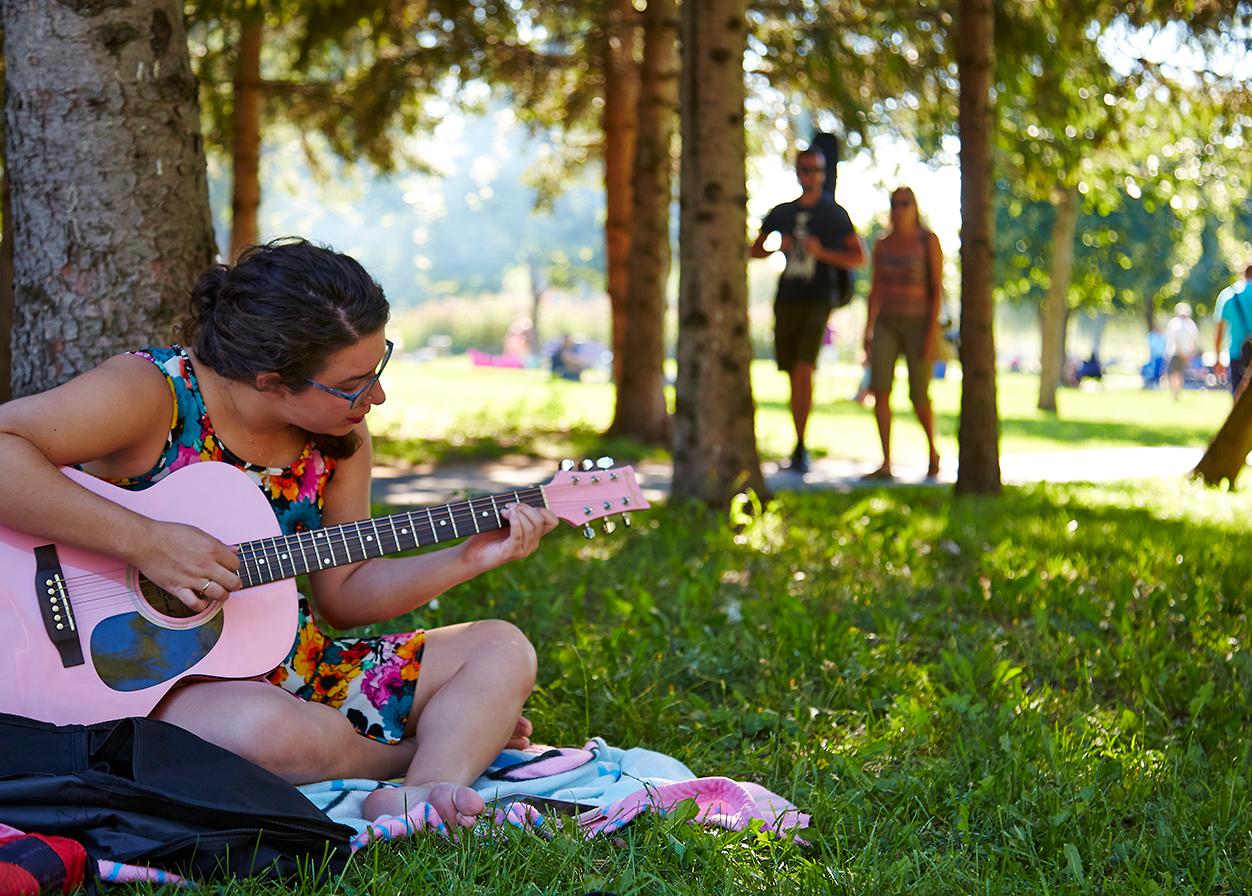 Summer day in Jarry Park (credit: Alexandre Campeau-Vallée)